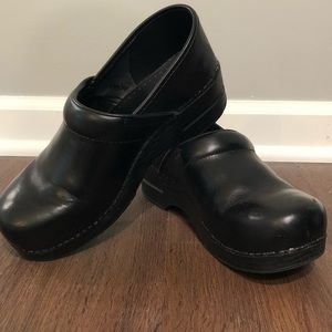 Shoes - Black Dansko